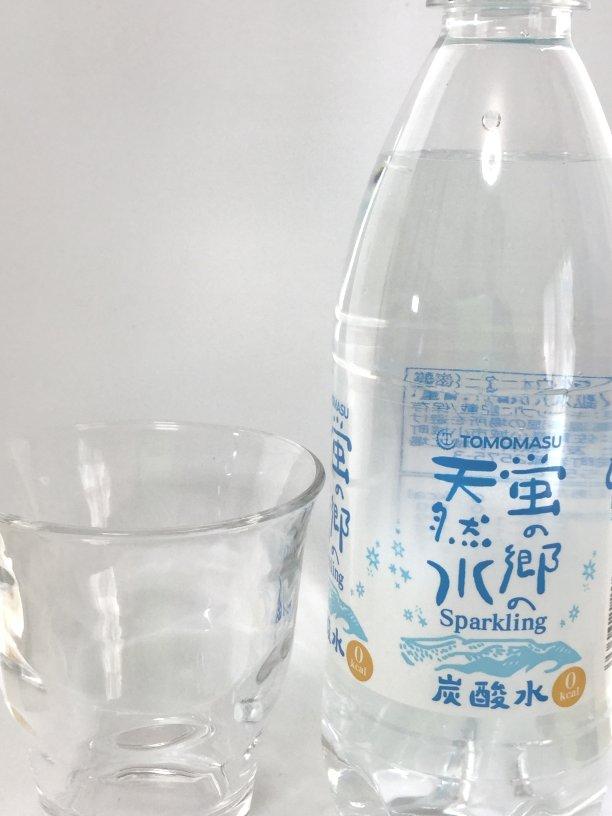 炭酸水とグラス画像